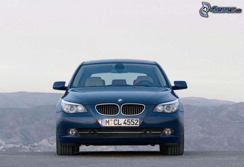 BMW 5, colline
