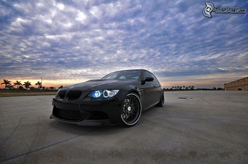 BMW M3, nuvole