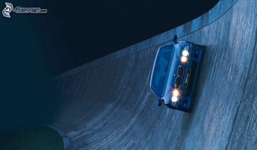 BMW M5, luci, muro