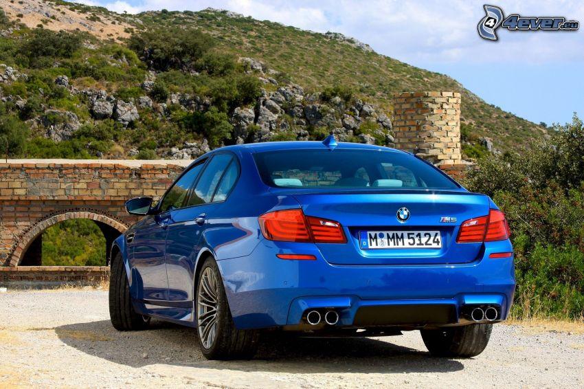 BMW M5, ponte di pietra