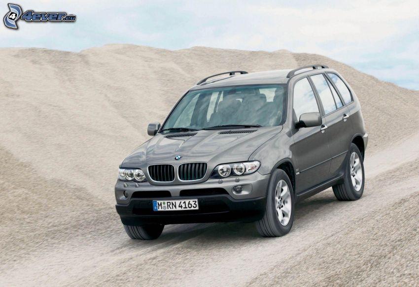 BMW X5, collina