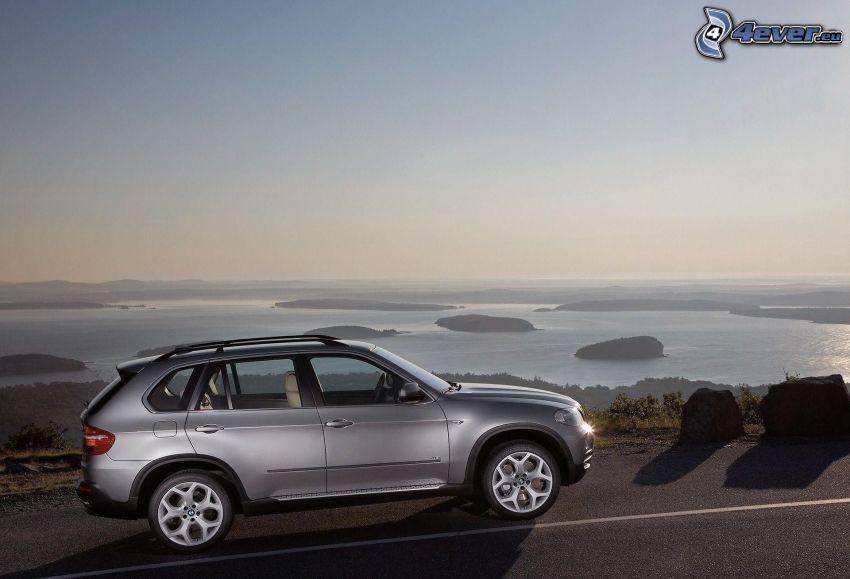 BMW X5, vista sul mare