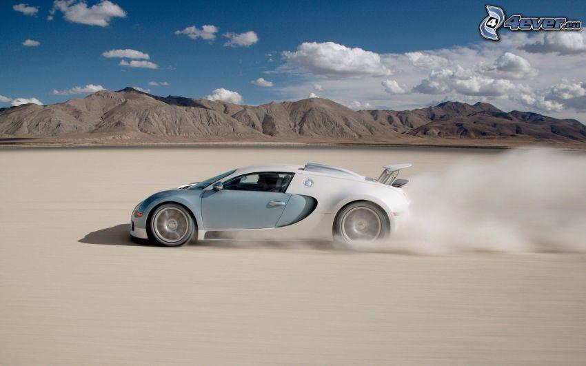 Bugatti Veyron, deserto, montagna, lago di sale