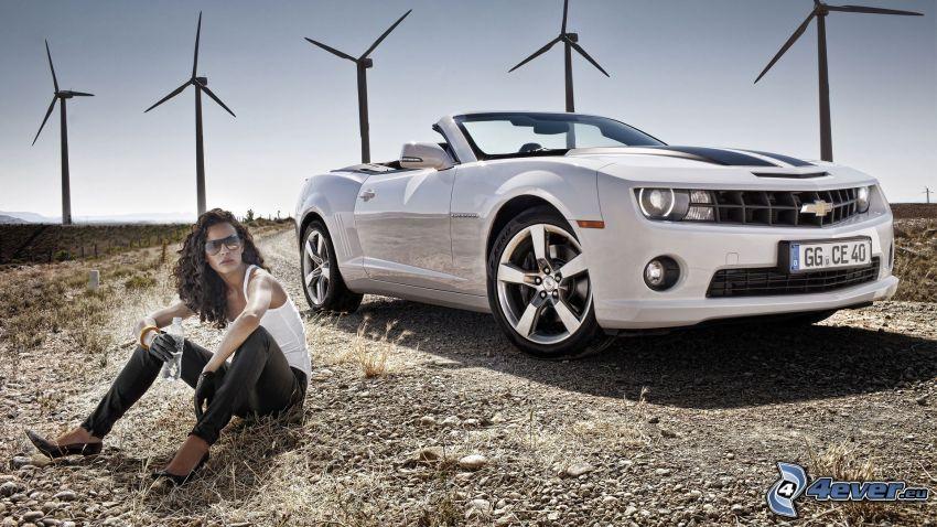 Chevrolet Camaro, cabriolet, sexy bruna, centrale eolica