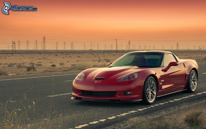 Chevrolet Corvette ZR1, elettrodotto, cielo di sera