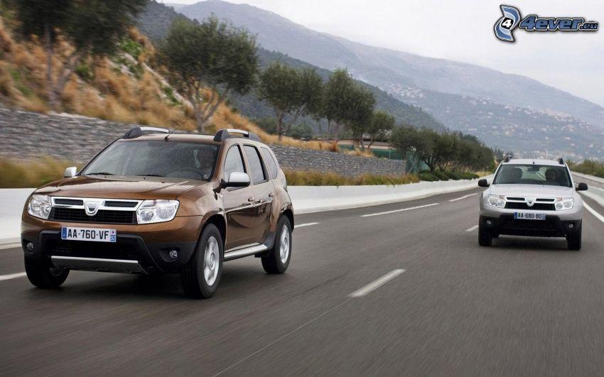Dacia Duster, strada, colline