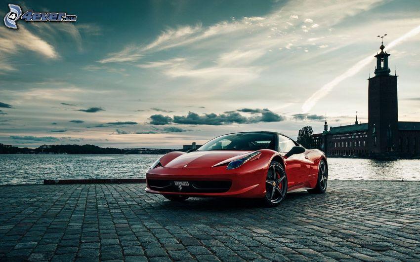 Ferrari 458 Italia, faro, mare