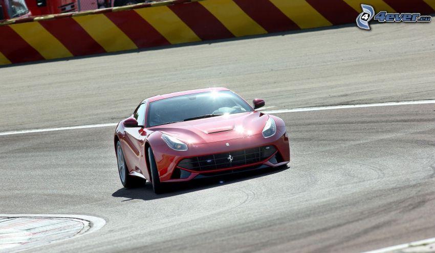 Ferrari F12 Berlinetta, circuito da corsa