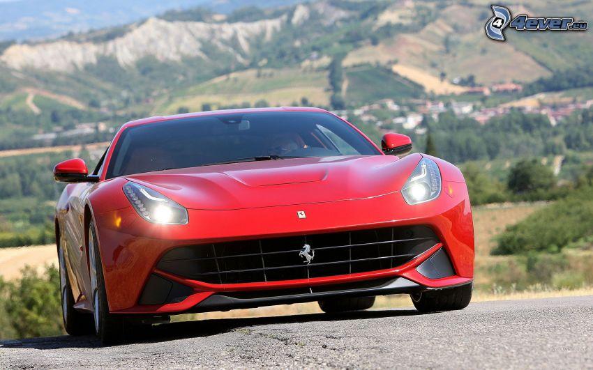 Ferrari F12 Berlinetta, la vista del paesaggio