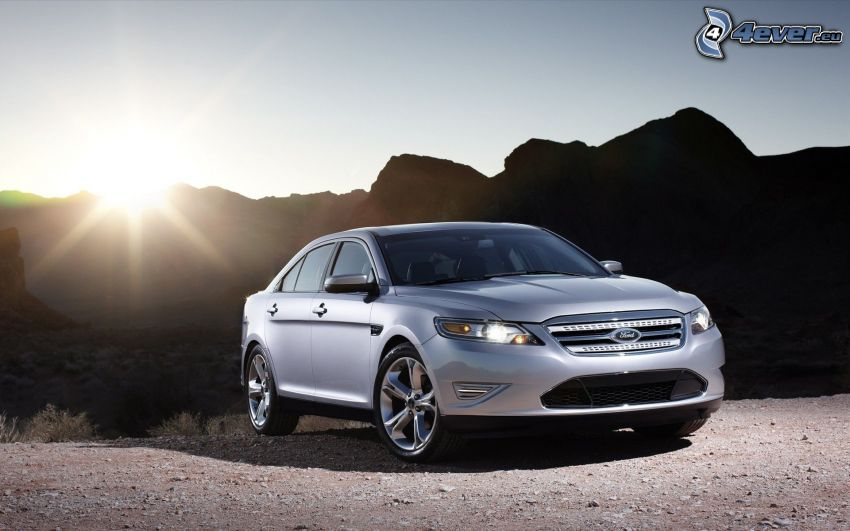 Ford Taurus, sole, colline rocciose