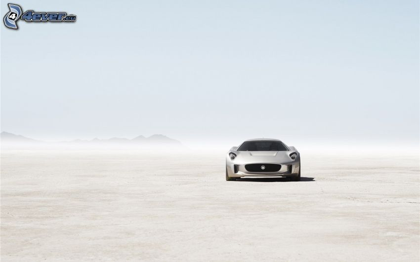 Jaguar C-X75, deserto