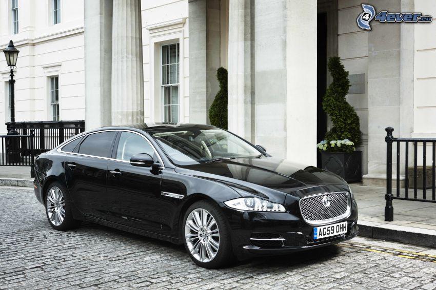 Jaguar XJ, casa