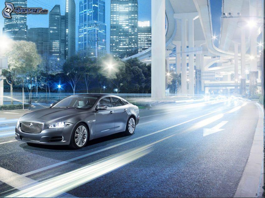 Jaguar XJ, strada, lampioni, sotto il ponte