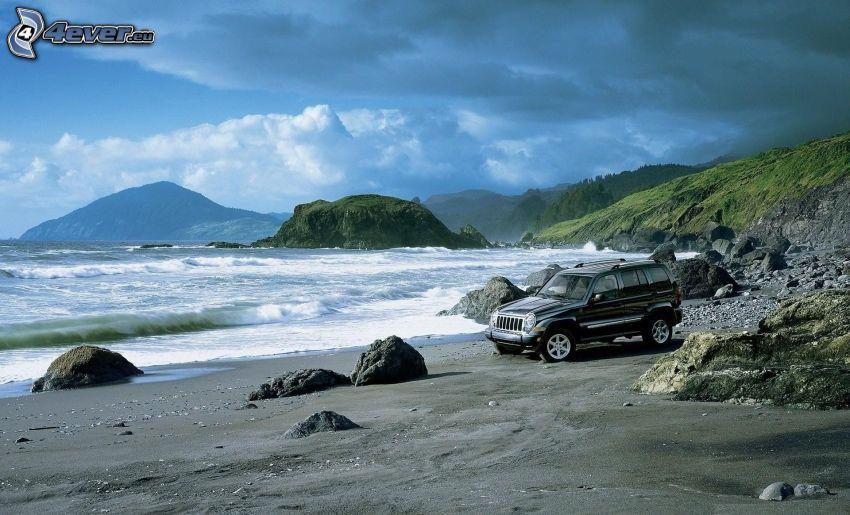 Jeep Liberty, spiaggia sabbiosa, mare