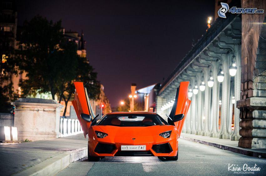 Lamborghini Aventador, città notturno