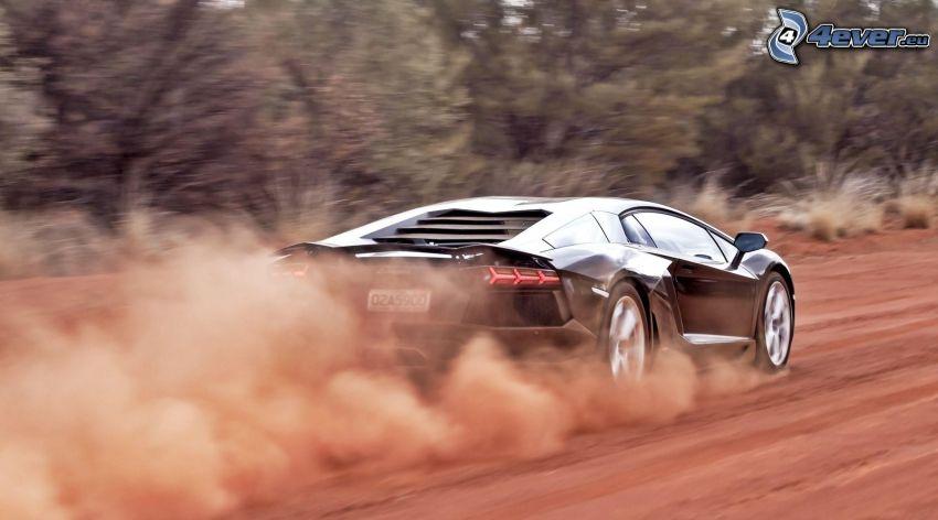 Lamborghini Aventador, polvere
