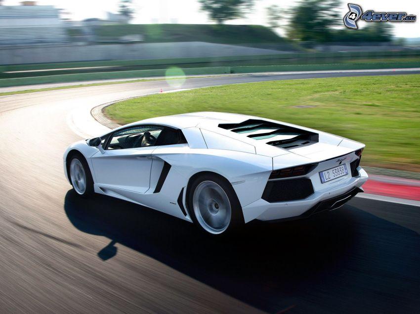 Lamborghini Aventador, velocità, curva