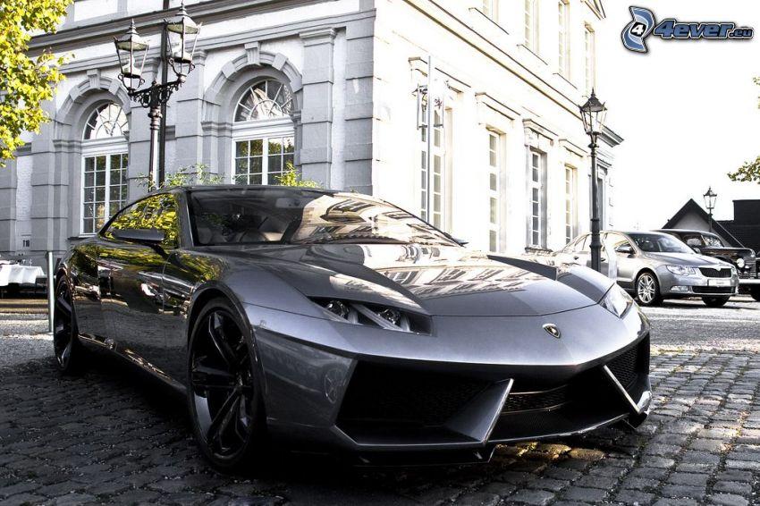 Lamborghini Estoque, strade