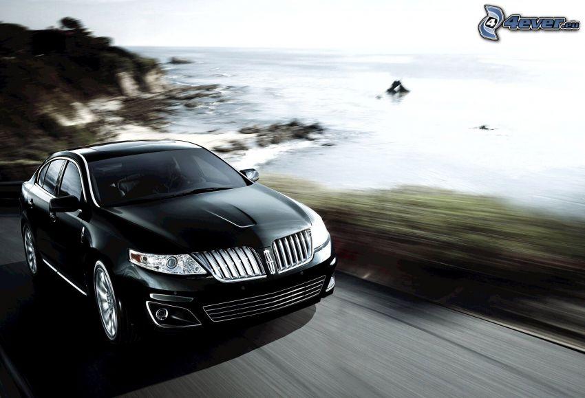 Lincoln MKS, mare, falesie, velocità