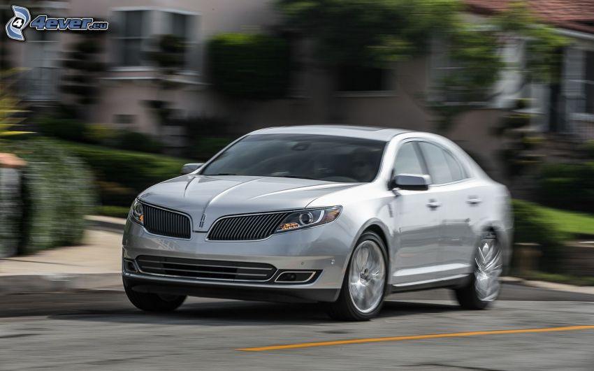 Lincoln MKS, velocità