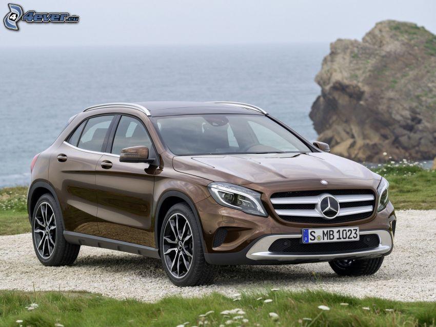 Mercedes-Benz GLA, mare