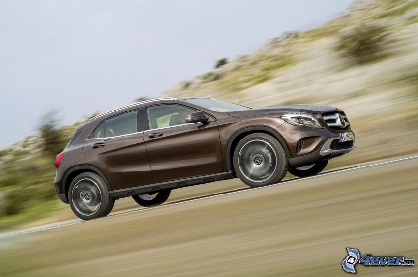 Mercedes-Benz GLA, velocità