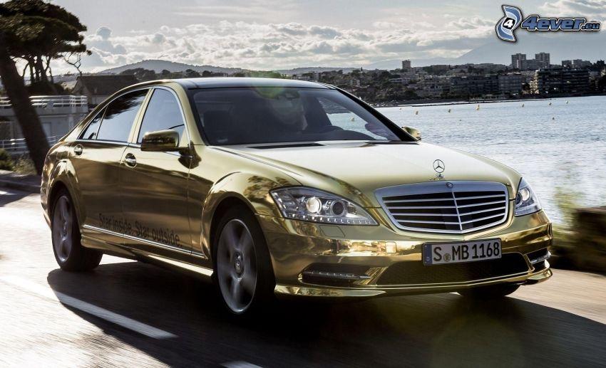 Mercedes-Benz S, oro, velocità