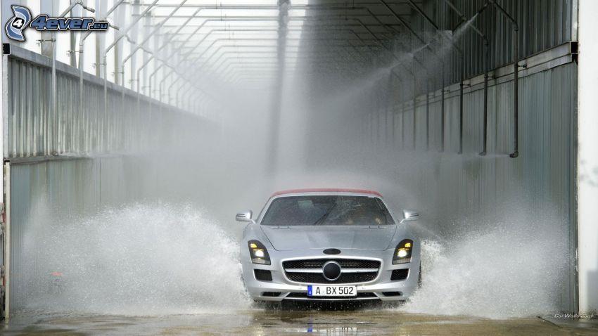Mercedes-Benz SLS AMG, acqua