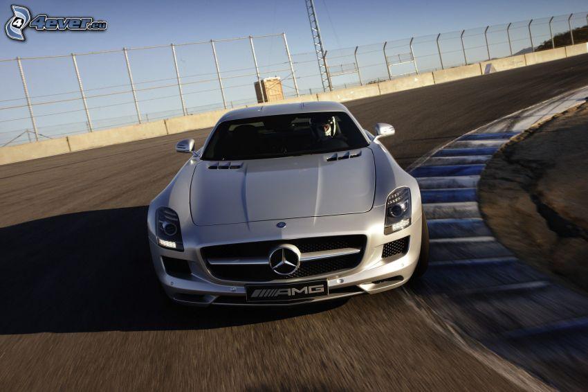 Mercedes-Benz SLS AMG, curva