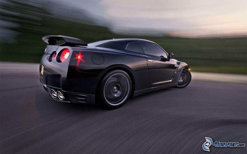 Nissan GT-R, curva, velocità