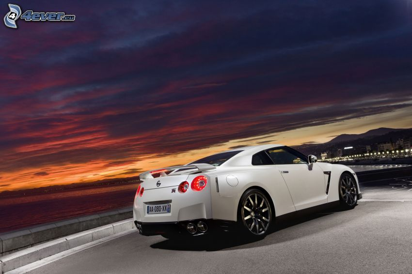 Nissan GT-R, notte