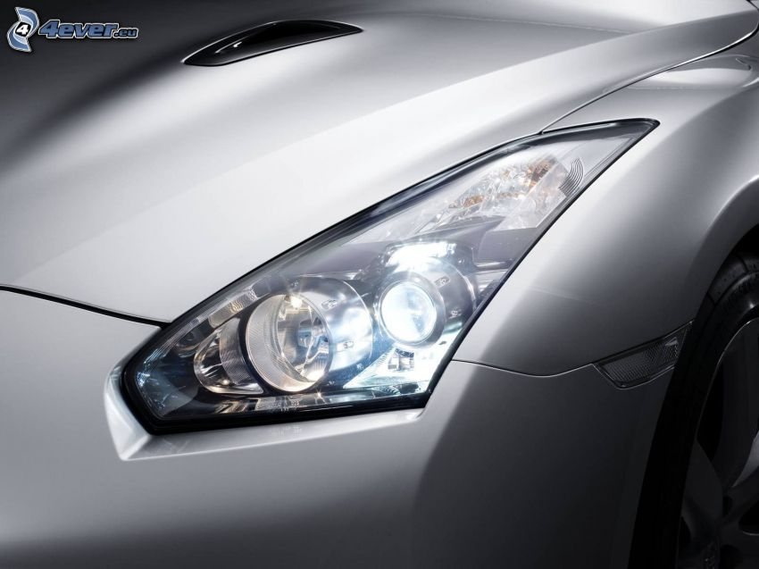 Nissan GT-R, riflettore