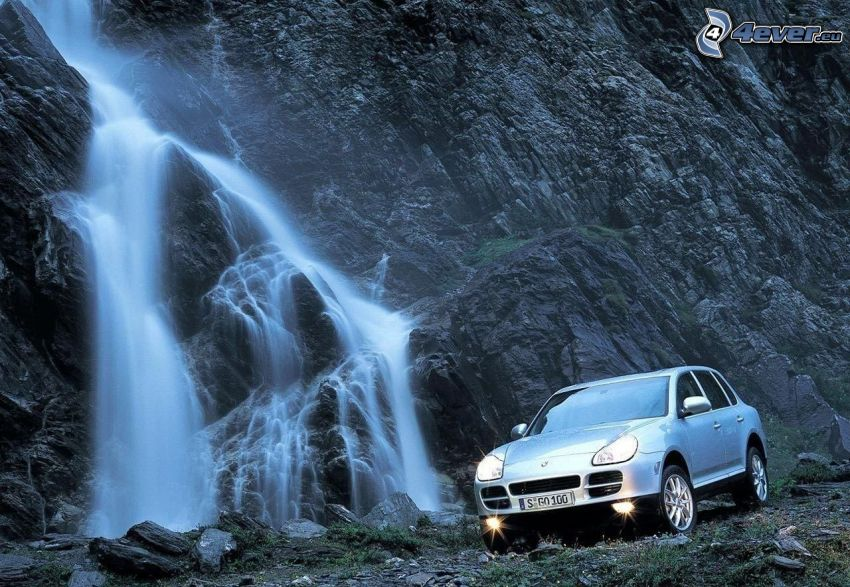 Porsche Cayenne, luci, cascata, roccia
