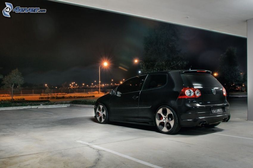 Volkswagen Golf, parcheggio, sera, lampione