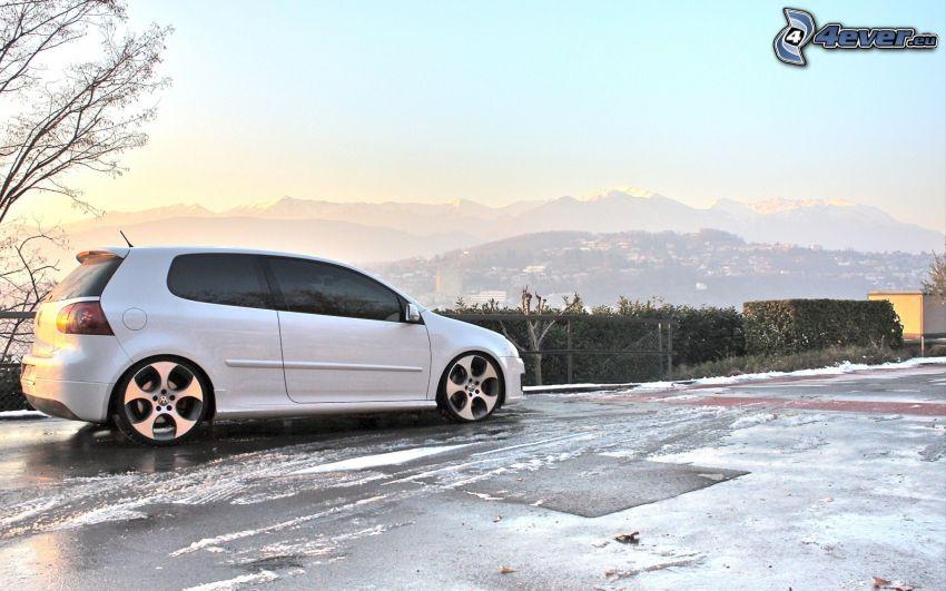 Volkswagen Golf GTI W12, la vista del paesaggio, neve