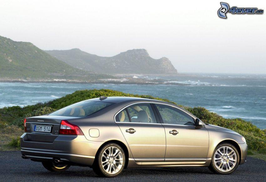 Volvo S80, mare, colline