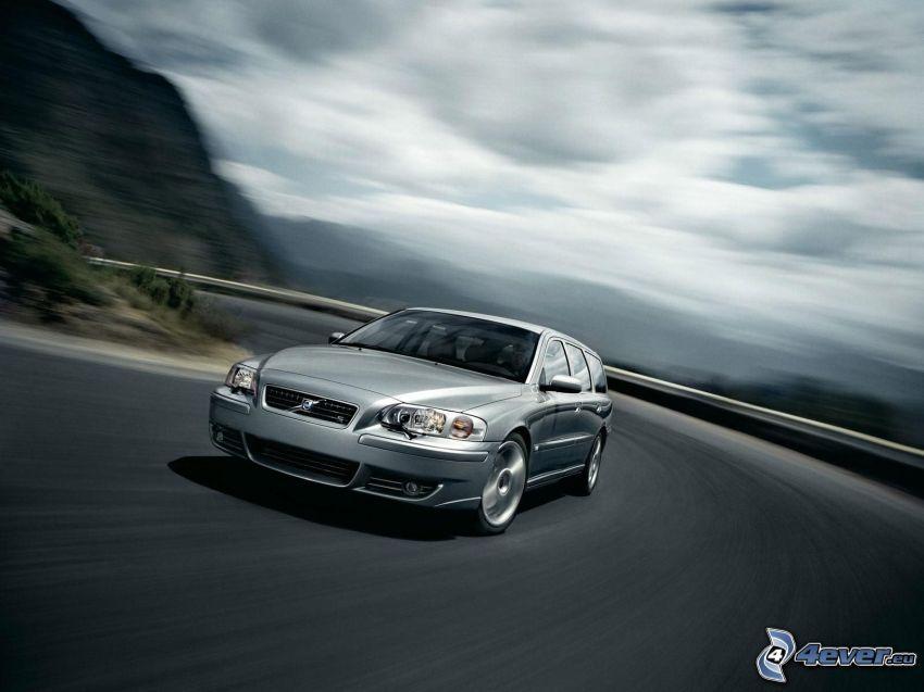 Volvo V70, velocità, curva