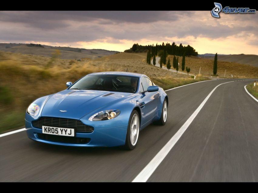 Aston Martin V8 Vantage, velocità, strada