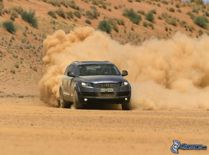 Audi Q7, drifting, polvere