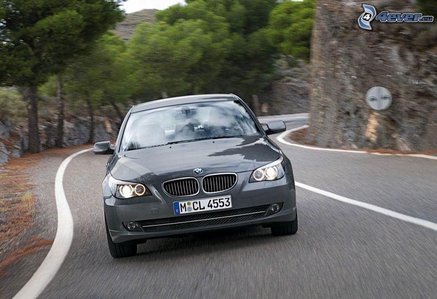 BMW 5, velocità, curva, roccia