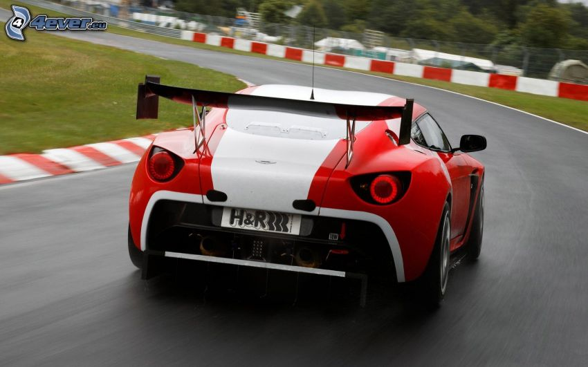 Aston Martin V12 Zagato, curva