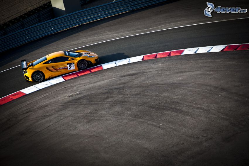 McLaren MP4-12C, circuito da corsa
