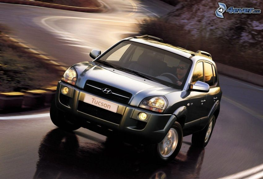 Hyundai Tucson, SUV, curva, strada serpeggiante, velocità