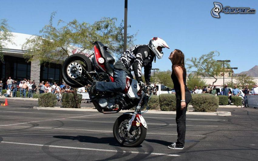bacio acrobatico, motocicletta, motociclista, signorina, parcheggio