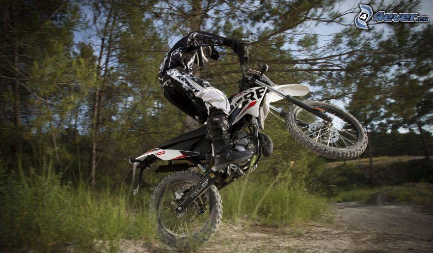 Derbi Senda 50, motociclista, salto, motocross