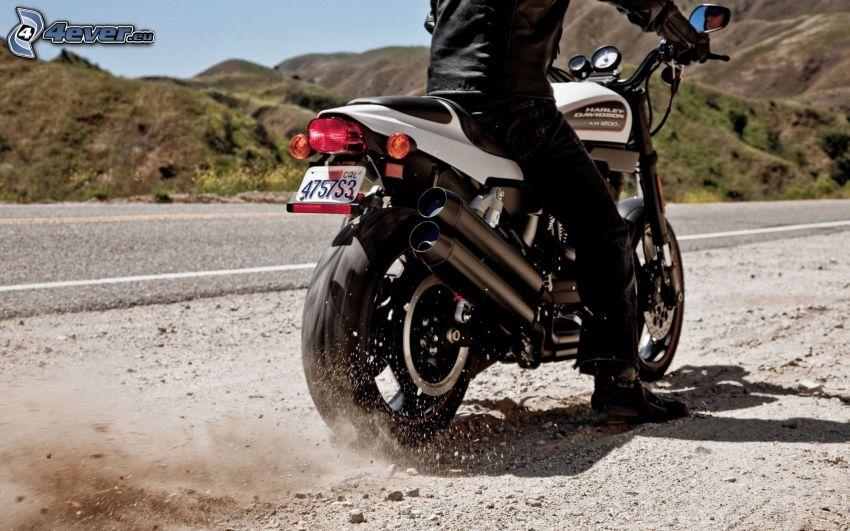 Harley-Davidson, polvere, strada, colline