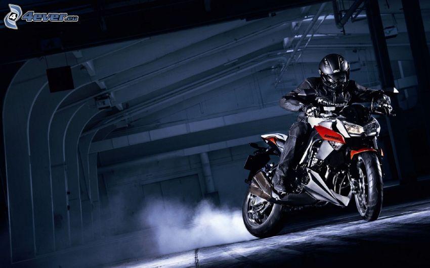 Kawasaki Z1000, motociclista, drifting