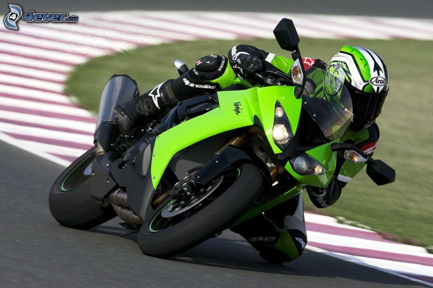 Kawasaki ZX 10R, curva