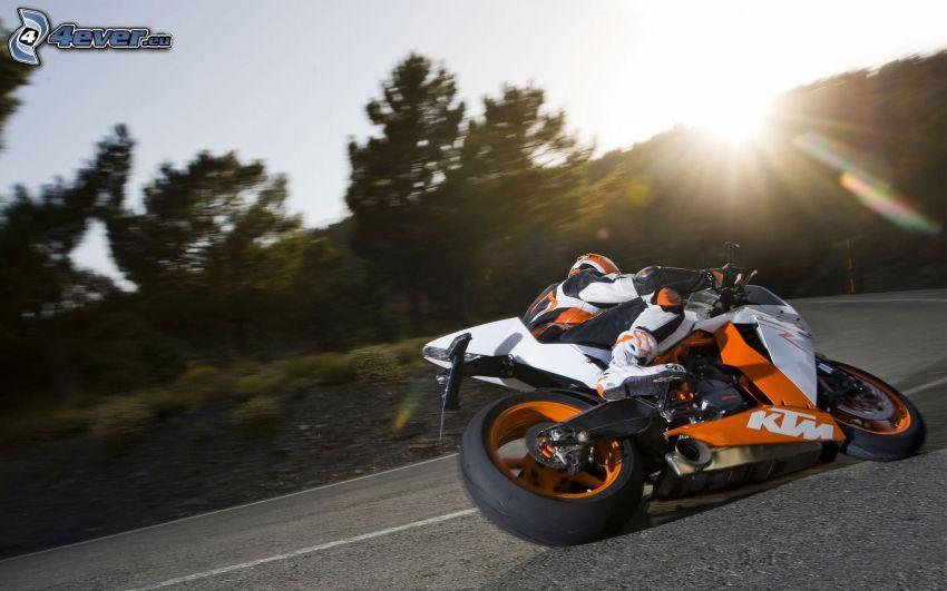 KTM, motociclista, curva, sole