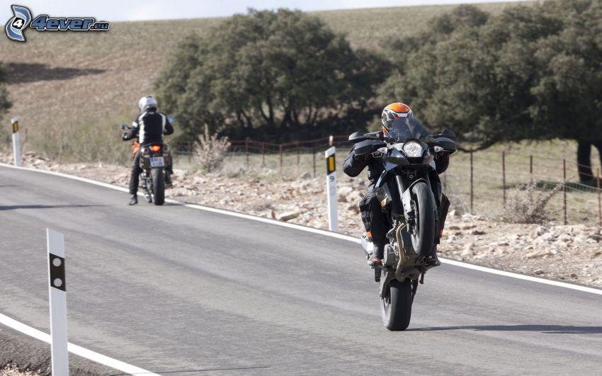 KTM 990, motociclista, acrobazia, strada